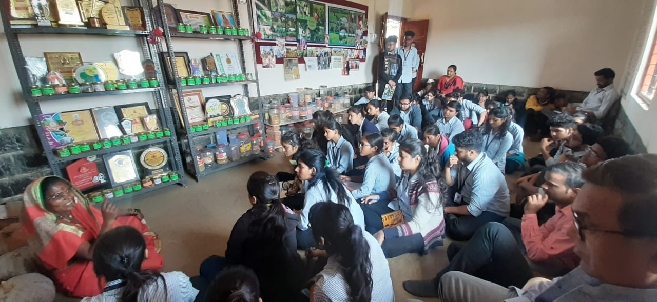 Students in conversation with Mrs.Rahibai Popere, President medalist & Seed mother of  Maharashtra